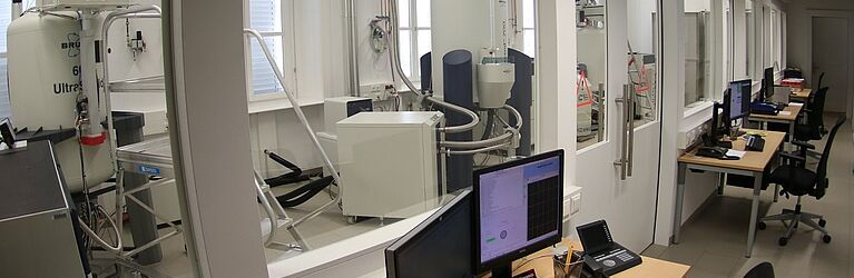 Operator area of the highfield NMR lab